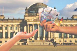 Hand voll Geld